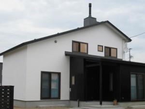煙突のある大屋根の家